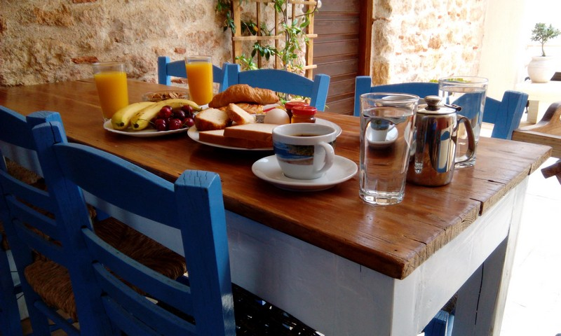 aeolos moonemvasia breakfast