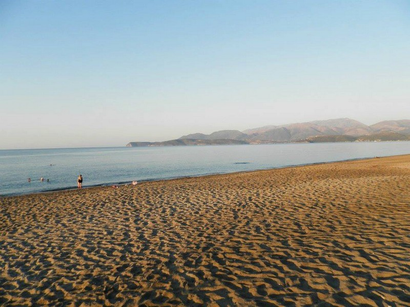 aeolos mavrovouni the beach